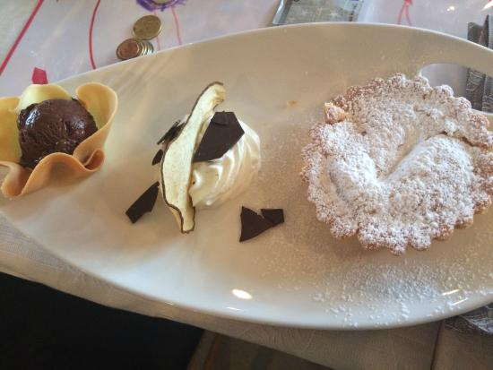 Pere con gelato al cioccolato