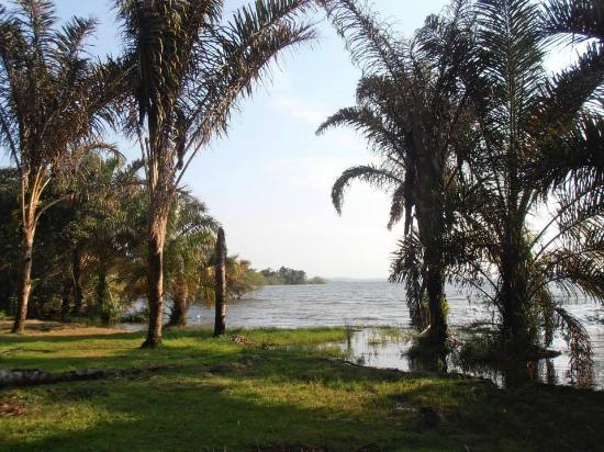 Buggala Island : On the lake side