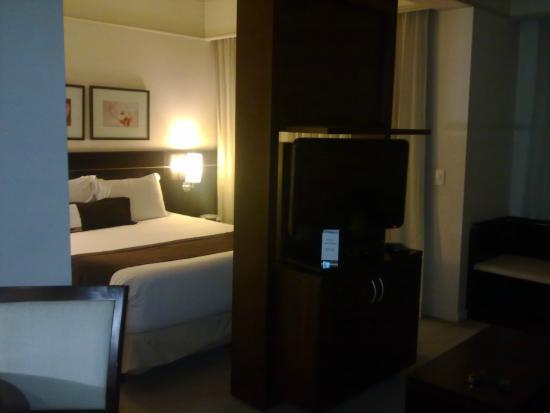 Staybridge Suites Sao Paulo: Apto com móvel giratório de TV