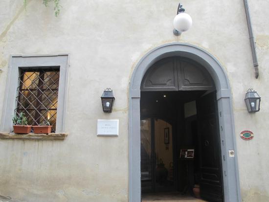 Hotel L'Antico Pozzo: Entrance to he Hotel