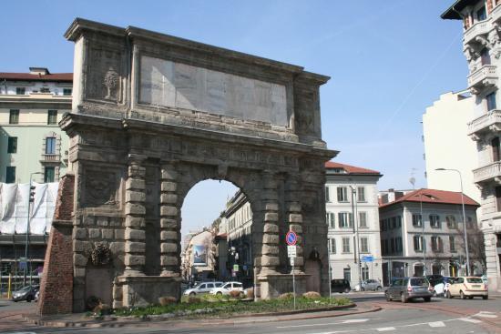 Porta romana picture of arco di porta romana milan for Porta romana