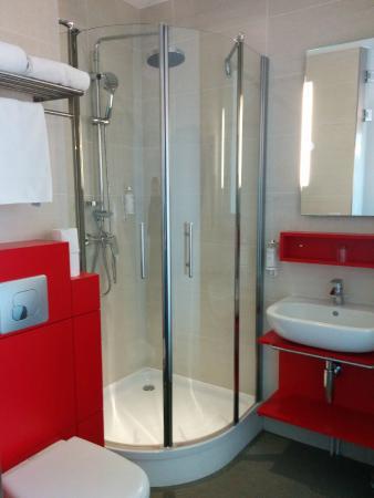 Pere Leon: Salle de bain chambre 407
