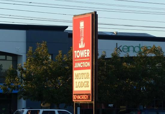 Tower Junction Motor Lodge: Entrance Sign