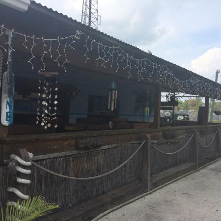 Blue Roof Grille: Closed for lunch