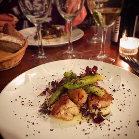 Chameleon Restaurant: Crispy calf's sweetbreads, young leek and cocoa