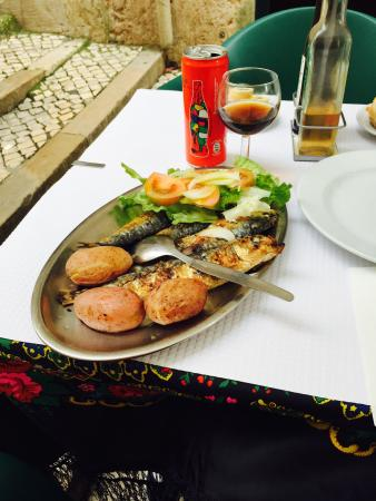 It was a really nice meal, actually it was my first lunch in Lisbon. Vey fresh and nice fish, co