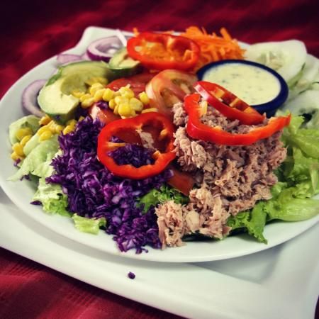 Tom's Pan German Bakery: Ensalada con atun