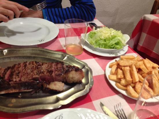 Sidreria Roxario : Txuleta con ensalada y patatas