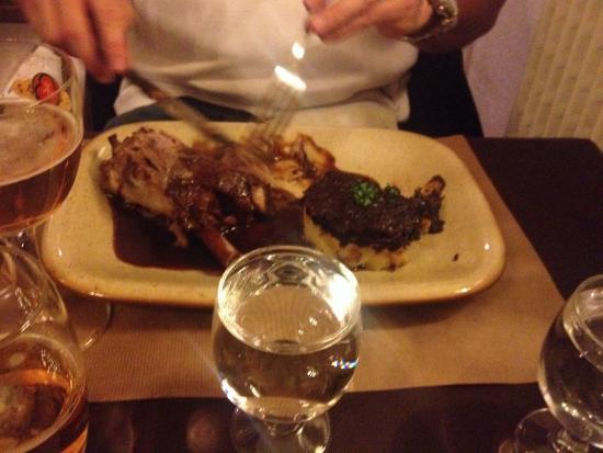 l'Oree du Bois: Lamb shank with amazing potatoes