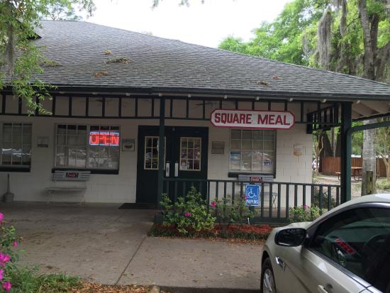 Salt Springs, FL: Square Meal entrance