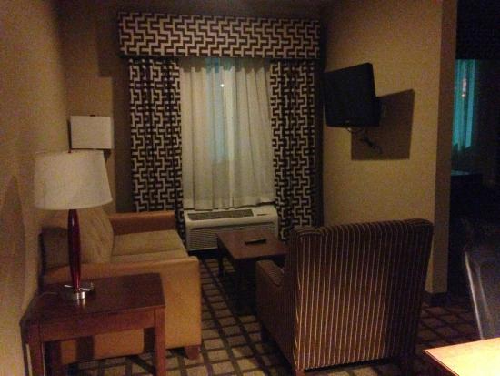 Comfort Inn & Suites - Fort Smith : Living room portion of the suite with flat panel TV