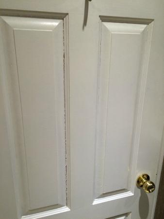 The Pillar and Post Inn, Spa and Conference Centre : Bathroom Door