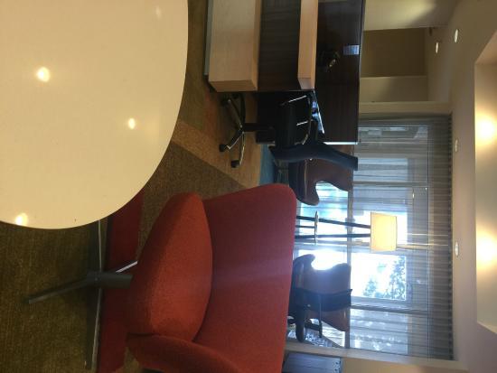 Fairfield Inn & Suites Fort Worth/Fossil Creek: Sitting area. Very modern