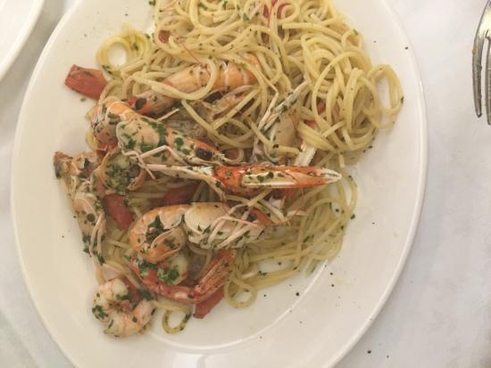 Trattoria da Pino: Spaghetti Crayfish and prawn pasta... So good and fresh!
