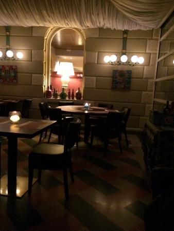 Il Ristorante Novecento dell'Hotel Rovereto : La finestra sul cortile
