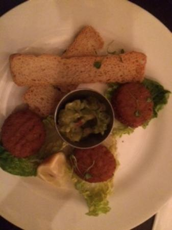 Ruby Blue : crab cakes with melna toast and guacamole