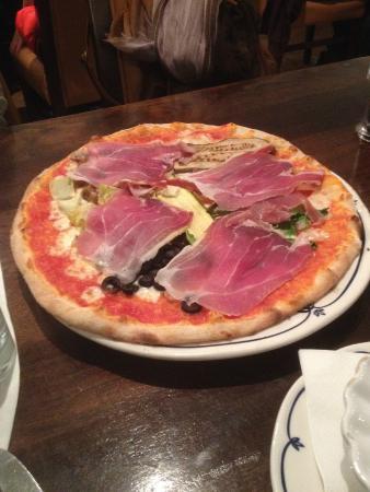 La Pergola : Vegetable pizza with parma ham