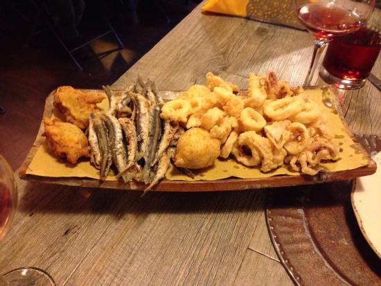 Bar Osteria Bacicio: La fameuse friture locale, à consommer SANS mayonnaise avec seulement un filet de citron!