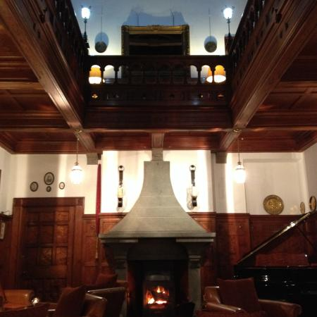 Bron Eifion Country House Hotel: The beautiful reception area
