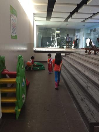 V Hotel & Residence: Arena bermain anak & gym
