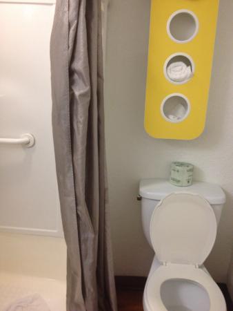 Motel 6 Fort Lauderdale : Bathroom