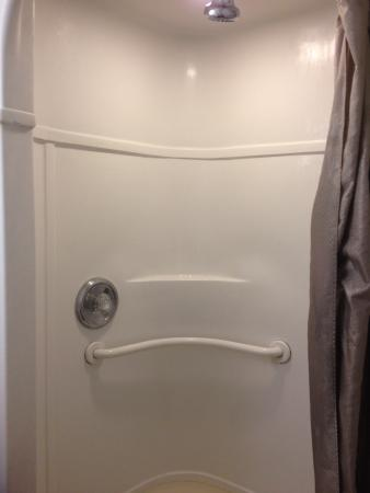 Motel 6 Fort Lauderdale : Small shower