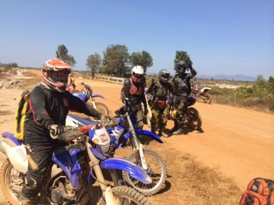 Dancing Roads Cambodia : Happy Boys