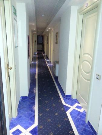 Hotel Santa Lucia: corridoio
