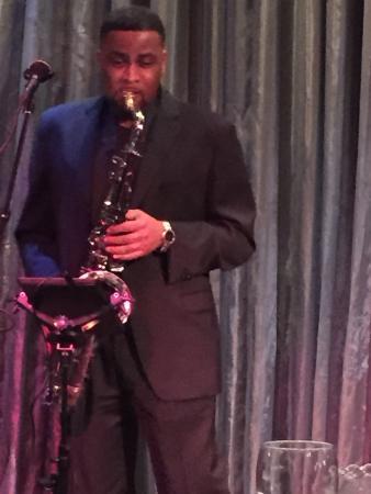 Suga's Deep South Cuisine & Jazz Bar: Saxophone player wow!