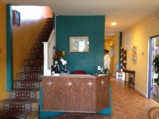 Forty Winks Inn: Entrance/Lobby