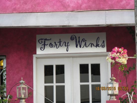 Forty Winks Inn: Sign