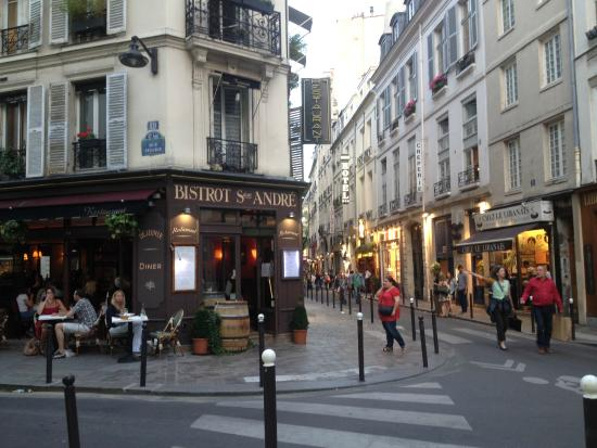 Rue dauphine near hotel picture of hotel dauphine saint for Location hotel a paris