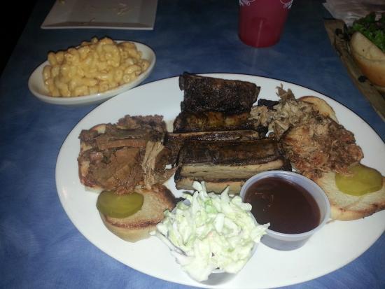 Woody's Roadside: BBQ platter