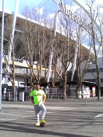 Moderno picture of mercedes benz arena stuttgart for Hotels mercedes benz stadium