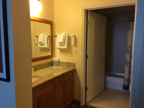 Residence Inn Cape Canaveral Cocoa Beach: Master Bathroom - 2 Bedroom Suite