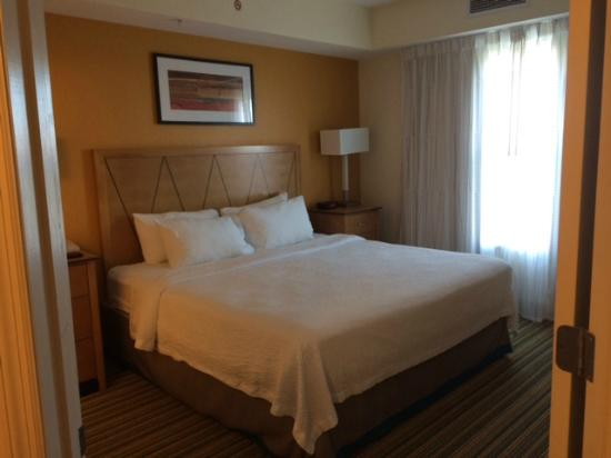 Residence Inn Cape Canaveral Cocoa Beach: Master Bedroom - 2 Bedroom Suite