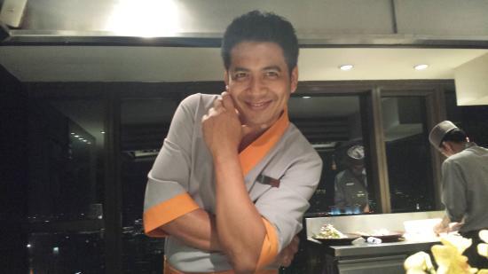 Taihei: Waiter dujour- Mr. Amnart