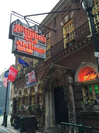 Philadelphia Urban Adventures: Oldest bar in the city