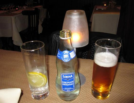 Le Bistrot de l'Universite : Limonada artesanal Lorina e cerveja bem geladinha.