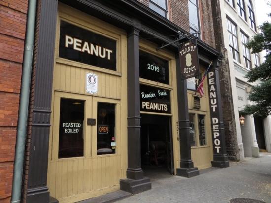 Peanut Depot: Exterior