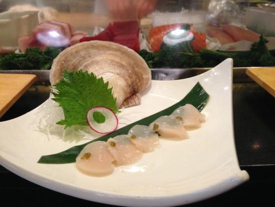Izaka-Ya by Katsu-Ya: scallop sashimi