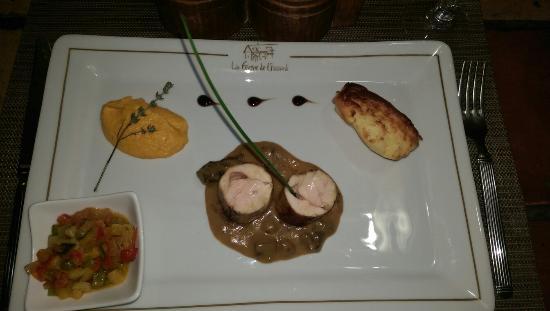 Le Campagnol: Ballotine de poulet au foie gras sauce aux cèpes!Excellent! Un peu plus dans l'assiette aurait é