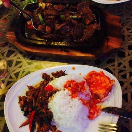 Luna Lanai Restaurant: The food is really great. Just what we wanted. Over priced wine (!!) but food lovely ��