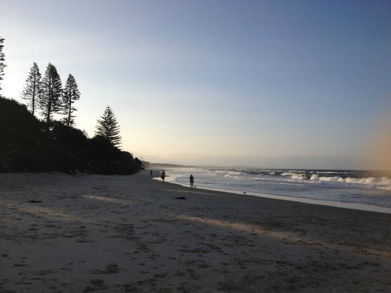 East on Byron: Belongil Beach - right across from the hotel