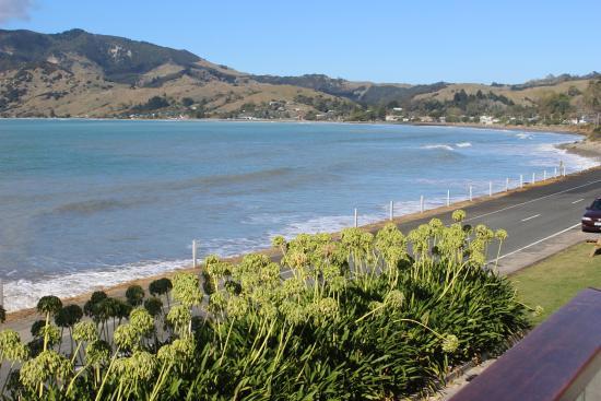 Te Puka Tavern: Beach road
