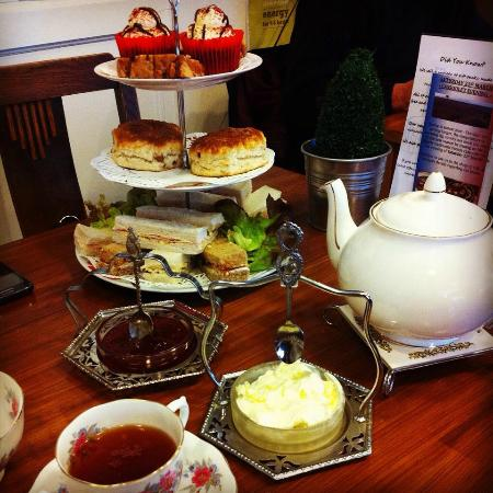 Delice Deli Cafe: Afternoon tea for 2
