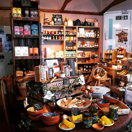 Delice Deli Cafe: Shop