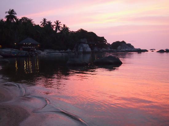 Koh Tao Royal Resort: Sunset from the beach