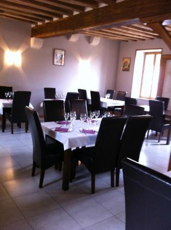 Subligny, Francia: salle de restaurant