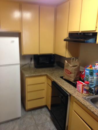 Days Inn Mission Valley Qualcomm Stadium/ SDSU: kitchen area